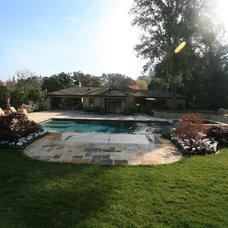 Traditional Pool Atherton Holiday House Tour
