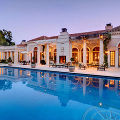 mediterranean pool by Plath & Co. Construction