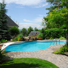 Traditional Pool by Paysages Rodier