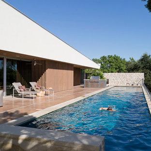 Esempio di una piscina monocorsia moderna rettangolare