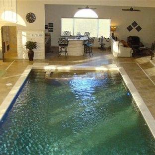 Ejemplo de piscina contemporánea, grande, rectangular y interior, con suelo de baldosas