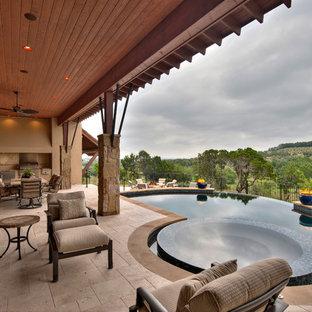 Imagen de piscinas y jacuzzis infinitos, mediterráneos, grandes, a medida, en patio trasero, con suelo de baldosas