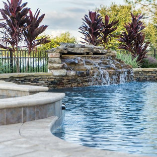 Inspiration for a mid-sized timeless backyard stone and custom-shaped natural hot tub remodel in Orlando
