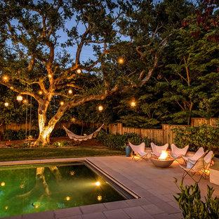 サンフランシスコの長方形地中海スタイルのおしゃれな裏庭プールの写真