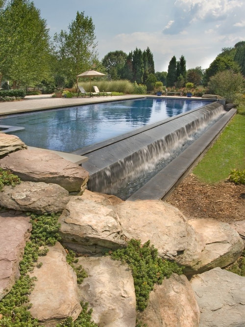 Perimeter overflow swimming pool houzz for Garden pond overflow design