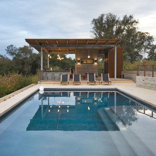 Großes Modernes Sportbecken hinter dem Haus in rechteckiger Form mit Poolhaus in San Francisco