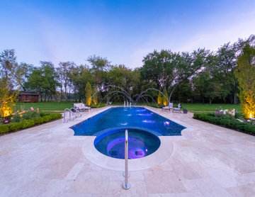 Barrington Hills, IL Scalloped Edge Pool with Round Hot Tub and Sunshelf