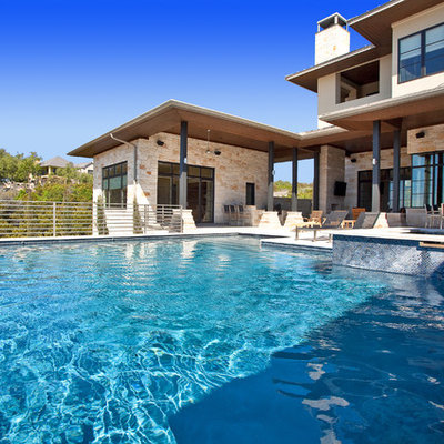Pool - contemporary infinity pool idea in Austin