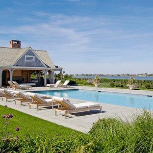 Diseño de casa de la piscina y piscina costera rectangular