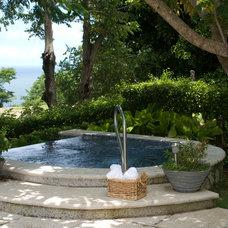 Tropical Pool by MGC Servicios de Arquitectura