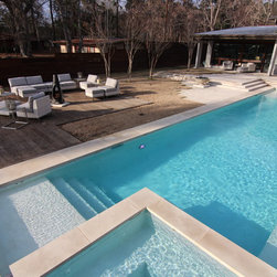 Beatuiful modern style swimming pool on Lake Tyler - Preferred Pools Inc.