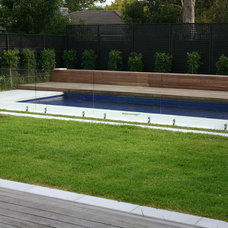 Modern Pool by Andrew Lynch Landscaping