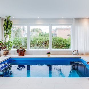Modelo de piscina alargada, tradicional renovada, interior y rectangular, con suelo de baldosas
