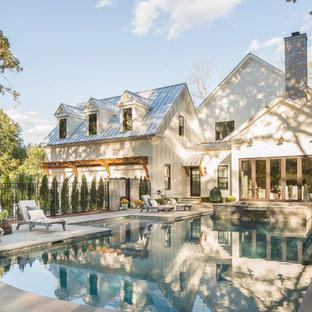 Imagen de piscinas y jacuzzis naturales, campestres, grandes, a medida, en patio trasero, con adoquines de piedra natural