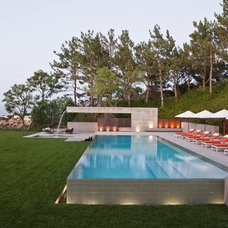 Contemporary Pool by Ab Design Studio