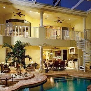 Modelo de piscina tropical a medida y interior