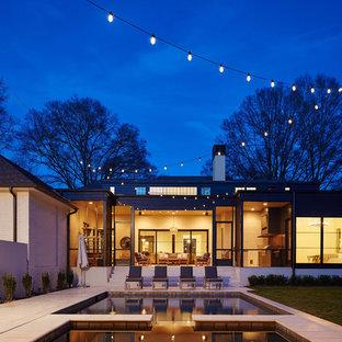 Modelo de piscinas y jacuzzis clásicos renovados, pequeños, rectangulares, en patio trasero, con adoquines de hormigón