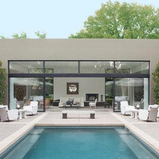 Imagen de piscina actual, rectangular, en patio, con losas de hormigón