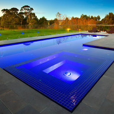 Modern Pool by Architecture Matters Pty. Ltd.