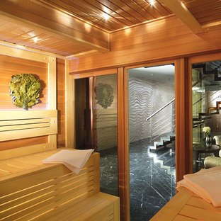Foto di una piscina coperta contemporanea con pedane