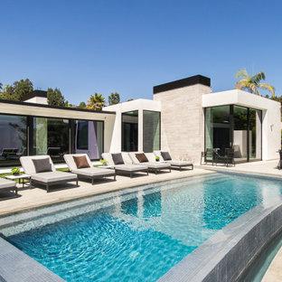 Idee per una piscina contemporanea personalizzata di medie dimensioni e dietro casa
