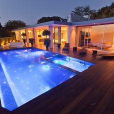 Modern Pool by JENDRETZKI LLC