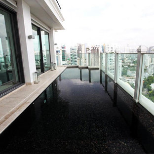 Ejemplo de piscina alargada, moderna, de tamaño medio, a medida, en azotea