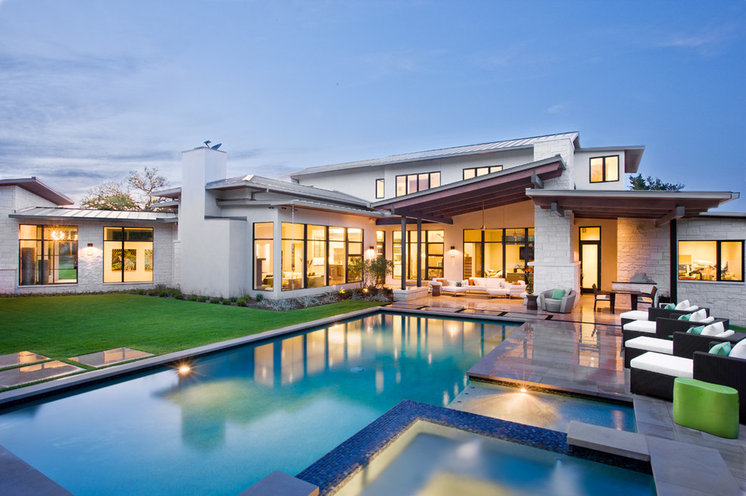 Contemporary Pool by LaRue Architects