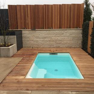 Blick auf den Pool und den Sichtschutzzaun nach der Fertigstellung