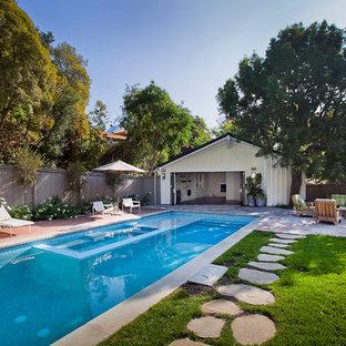 Inspiration för klassiska pooler, med trädäck och poolhus