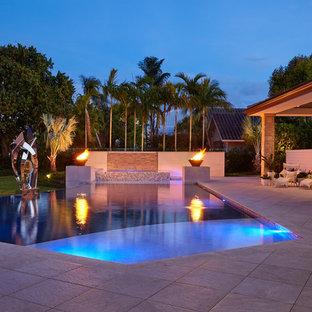 Moderner Pool in Miami
