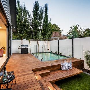 Idee per una piccola piscina contemporanea rettangolare dietro casa con pedane