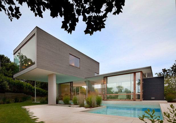 Modern Swimming Pool by Ian Engberg