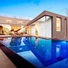 Modern Pool by Aloha Pools Pty Ltd