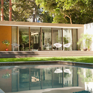 Inspiration for a 1950s pool remodel in Los Angeles