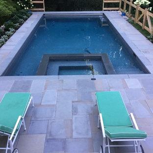 Idee per una grande piscina monocorsia country rettangolare dietro casa con una vasca idromassaggio e pavimentazioni in cemento