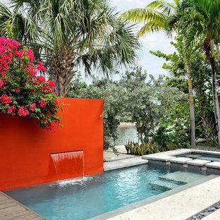 Foto de piscina contemporánea, pequeña, rectangular