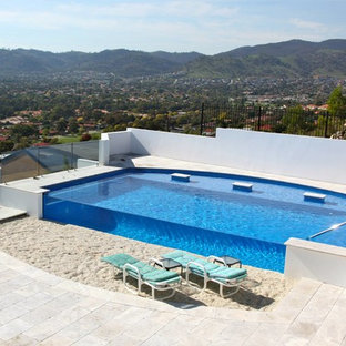 Modelo de piscina elevada, mediterránea, grande, a medida, en azotea