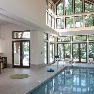 Idee per una grande piscina coperta contemporanea rettangolare