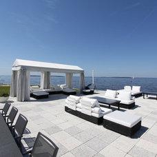Modern Pool by DESIGN QUEST NY, LTD.