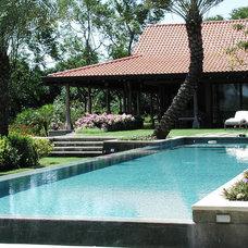 Tropical Pool by Nelson de Leon/Locus Architecture Inc.
