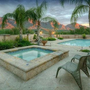 Foto de piscinas y jacuzzis de estilo americano, de tamaño medio, rectangulares, en patio trasero, con adoquines de piedra natural