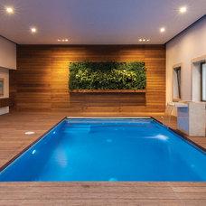 Modern Pool by VEGA VEGA ARQUITECTOS