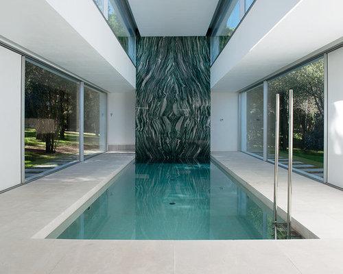 imagen de casa de la piscina y piscina grande rectangular y interior