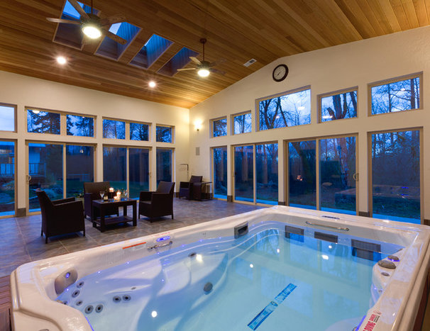 Traditional Pool by Hueller Construction, Inc.