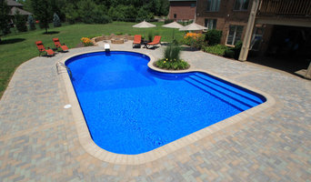 Celebrity style with full width step/cantilever coping