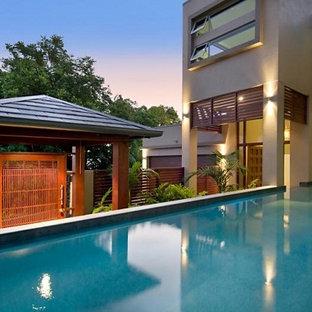 Imagen de piscina con fuente de estilo zen, de tamaño medio, redondeada y interior, con adoquines de piedra natural