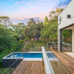 Foto de piscina elevada, contemporánea, rectangular, en azotea