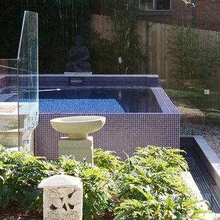 Ejemplo de piscina elevada, de estilo zen, grande, rectangular, en patio trasero, con entablado