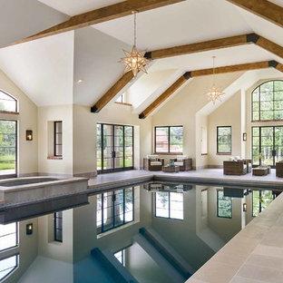 Idee per una grande piscina coperta monocorsia chic rettangolare con una vasca idromassaggio e piastrelle